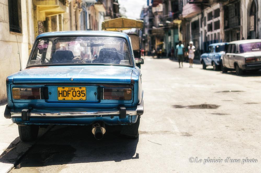 Calle y coche