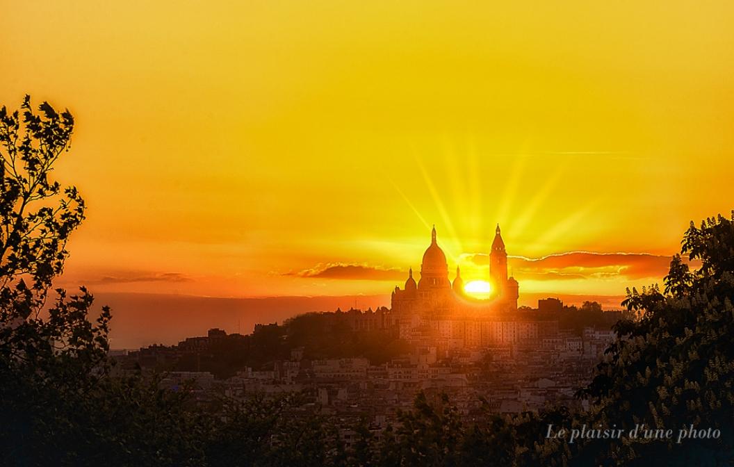 Les dernières lueurs de Montmartre...
